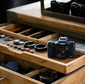 Kameras der PowerShot G Serie im Regal